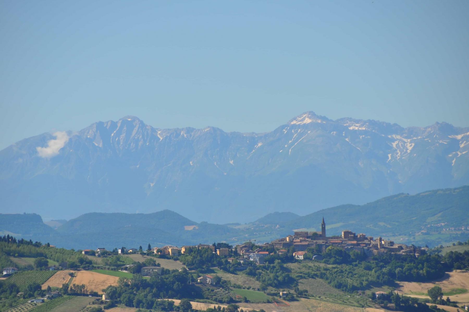 Uitzicht op Castignano en Gran Sasso