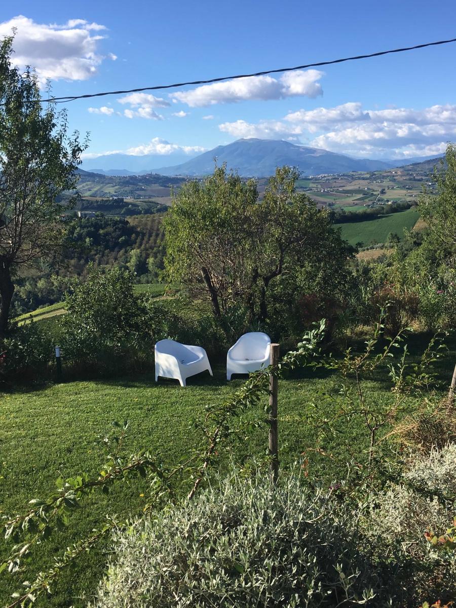 Tuin met  uitzicht op de bergen